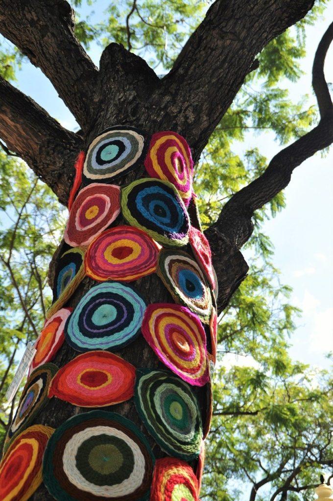Trons d'arbre et travail au crochet