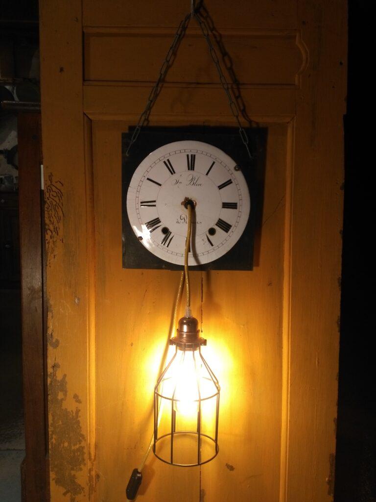 Lampe upcycling Horloge de Caron